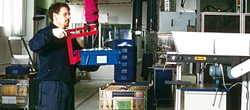 Tote box lifter
